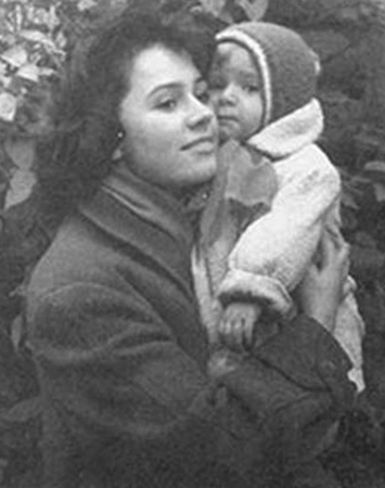 Жена Алла с дочерью
