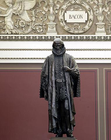 Статуя Бэкона в Библиотеке Конгресса, Вашингтон, округ Колумбия