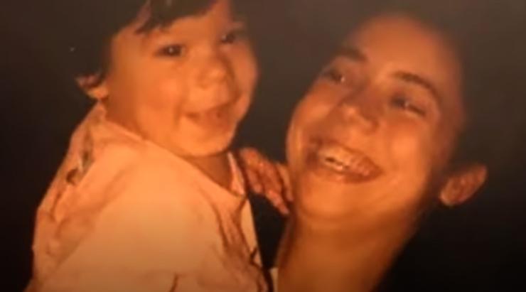 Джан Яман с мамой в детстве