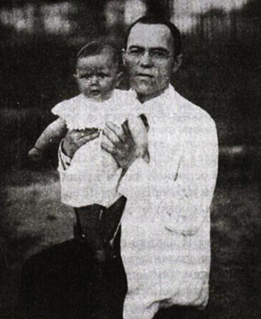 С дочерью Еленой (1926)