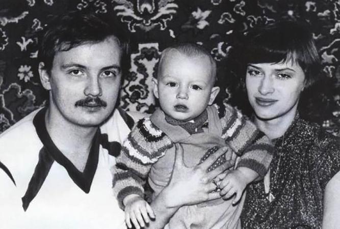 С первым мужем Николаем и сыном Алексеем