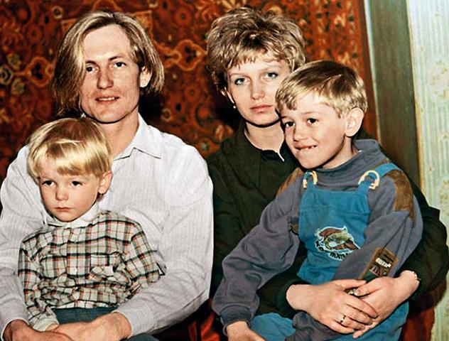 С первой женой и детьми