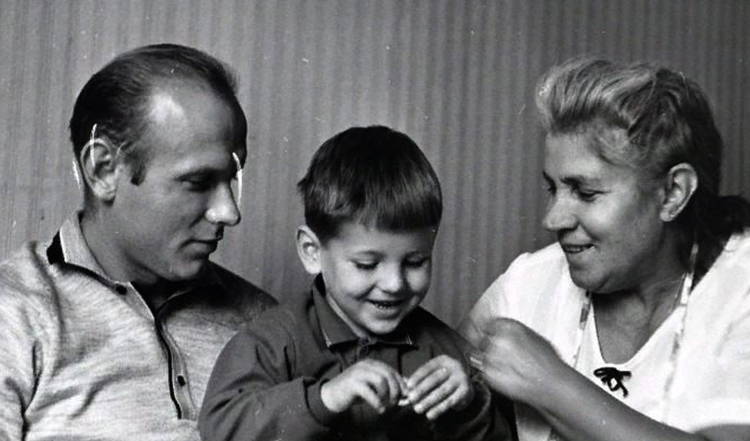 С женой Раисой и сыном Игорем