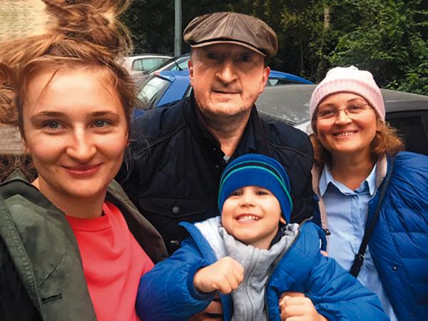 С женой, дочерью и внуком