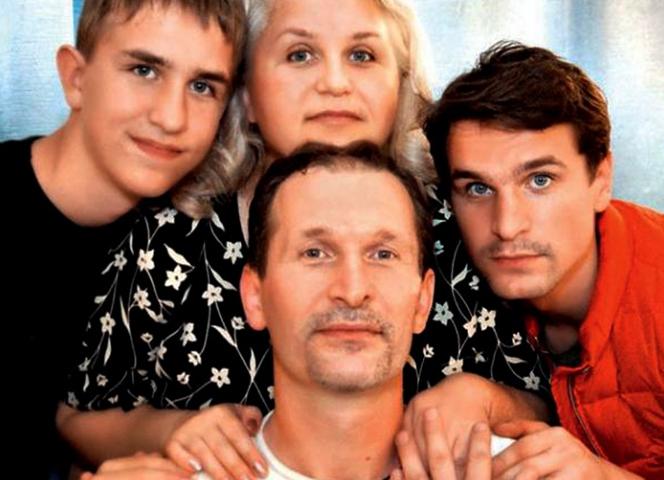 Виктор Добронравов (справа) с родителями и братом