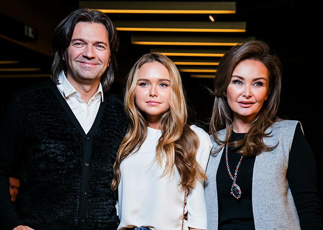 С мужем Дмитрием и взрослой дочерью Стефанией