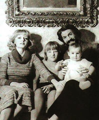 С женой Марианной и детьми