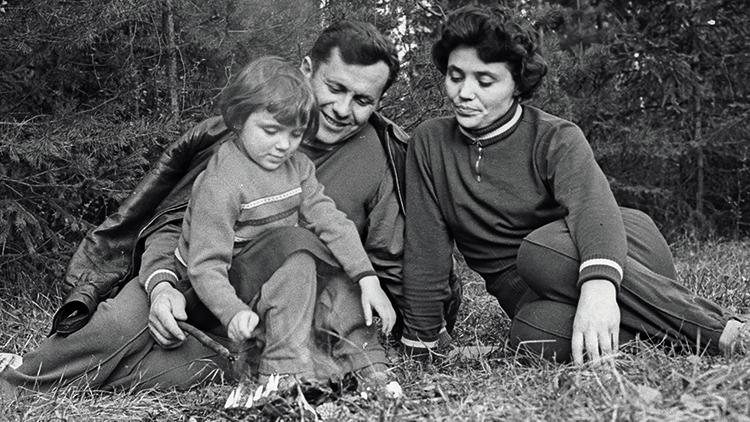 С первым мужем Павлом и дочерью Натальей