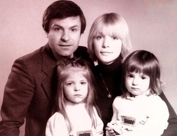 С первой женой Верой и дочерьми