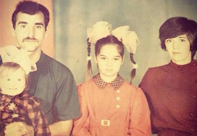 С родителями и младшей сестрой