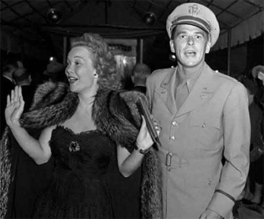 С первой женой Джейн Уайман (1942)
