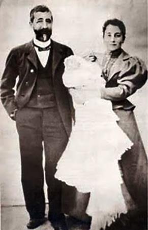 Родители с Франциско на руках в день его крещения 17 декабря 1892 года