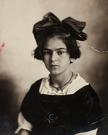 Фрида Кало в 11 лет (1919)