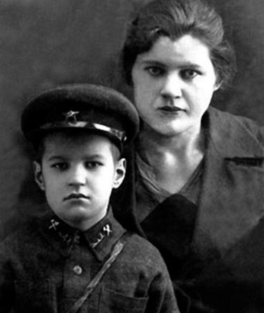 Георгий Бурков с мамой