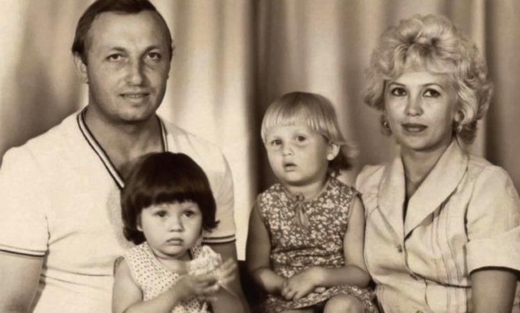 Виктория Боня (слева) родителями и сестрой