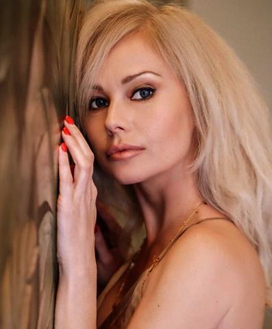 Актриса Елена Корикова