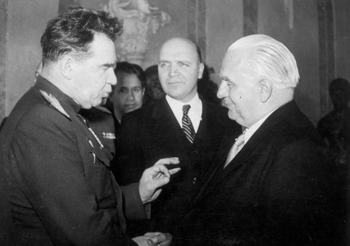 В. И. Чуйков и президент ГДР В. Пик (1951)