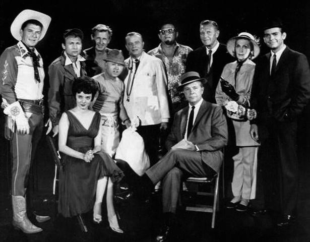 Приглашенные звезды на премьере Шоу Дика Пауэлла, 1961 год. Рейган слева в шляпе