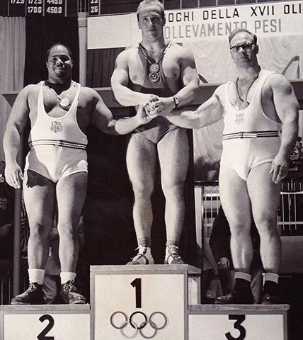 Победа Юрия Власова (в центре) на Олимпийских играх в Риме (1960)