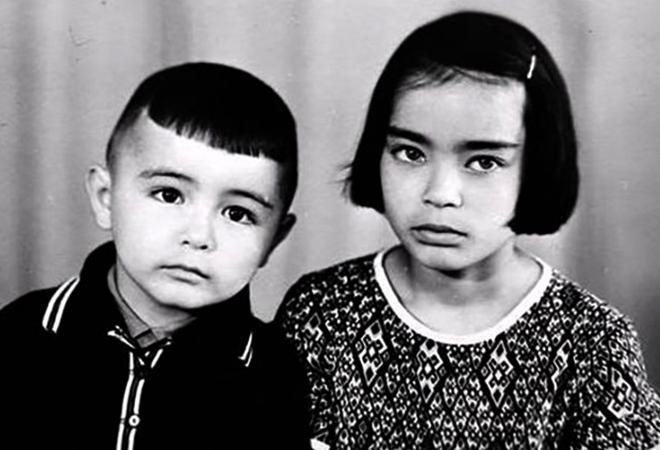 Мурат Насыров с сестрой в детстве