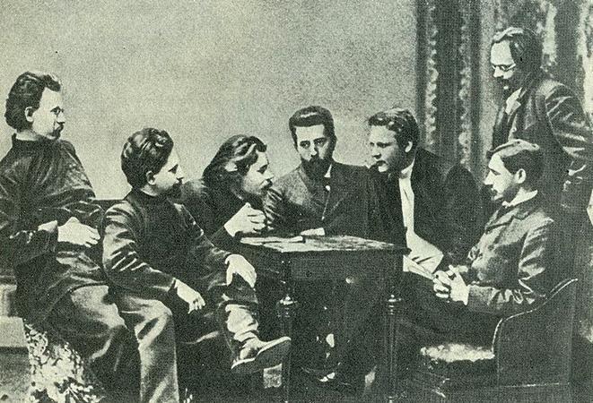 Участники «Сред»: С. Г. Скиталец, Л. Н. Андреев, М. Горький, Н. Д. Телешов, Ф. И. Шаляпин, И. А. Бунин, Е. Н. Чириков (1902)