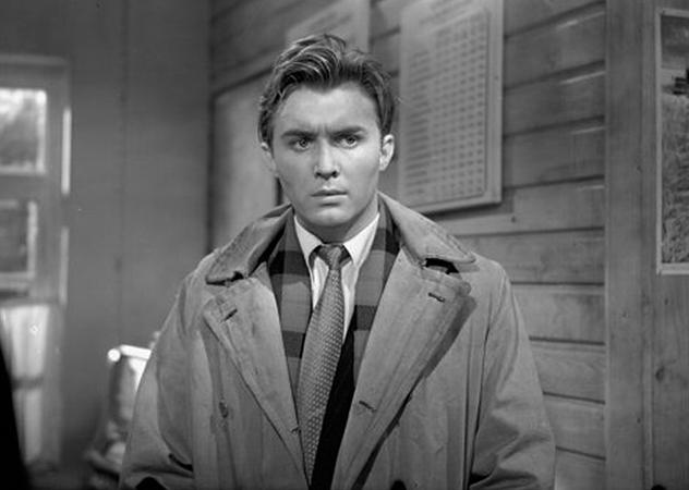 В фильме «В степной тиши» (1959)