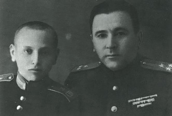 Во время учебы в Суворовском училище (с отцом)