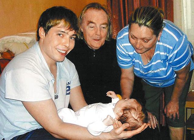 С женой, сыном, внучкой
