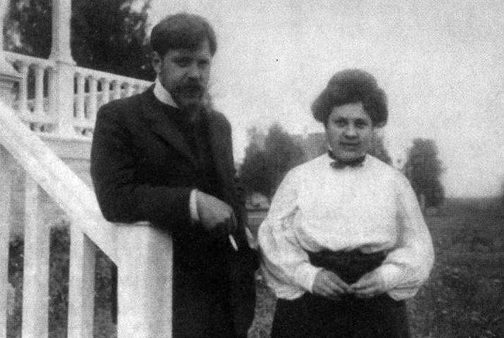 С Ольгой Суриковой (1930)