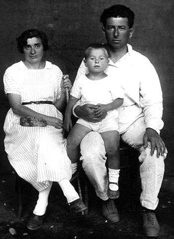 С женой Елизаветой и сыном Леонидом