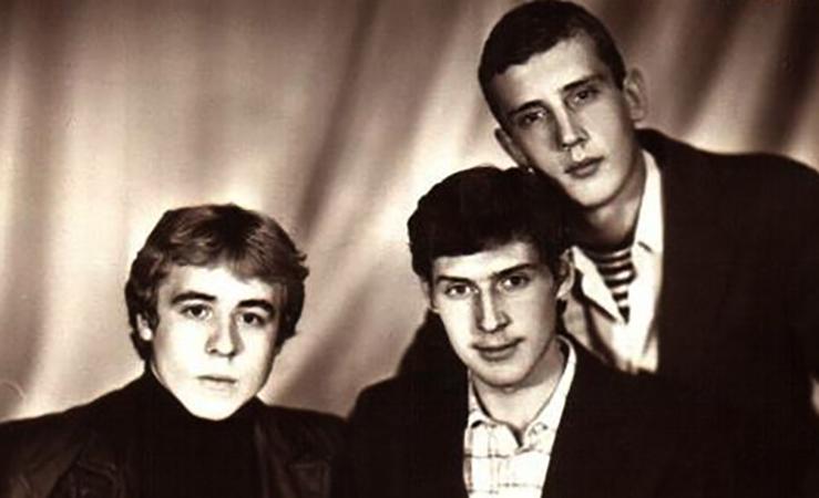 Игорь Савочкин (в центре) в молодости