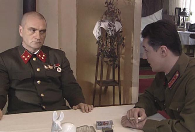 Актер Александр Балуев (слева) в роли Никиты Градова в фильме «Московская сага» (2004)