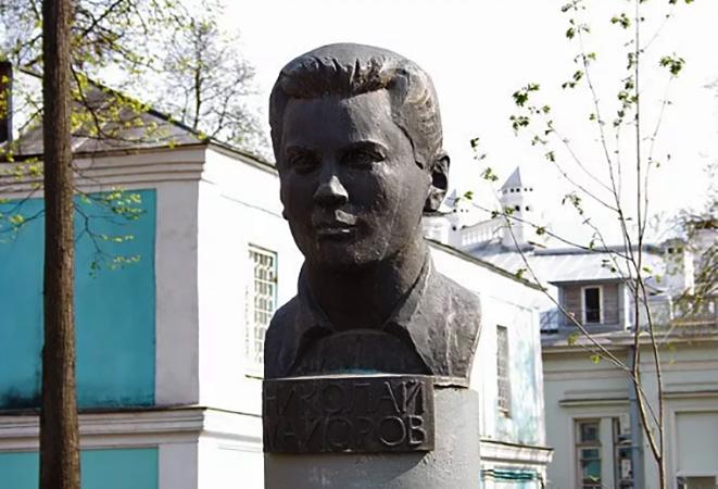 Бюст Николаю Майорову в Иванову