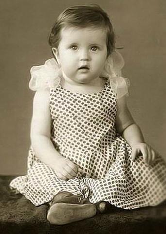 Вера Сотникова в детстве