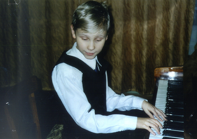 Олег Аккуратов в детстве