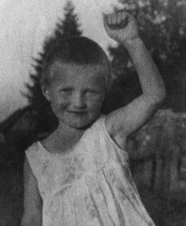 Ольга Берггольц в детстве