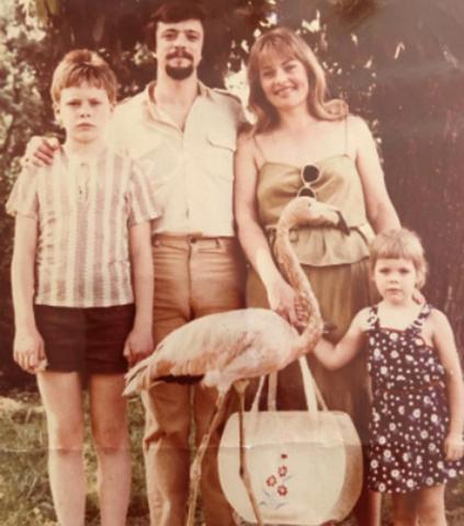 Павел Майков (слева) с семьей в детстве