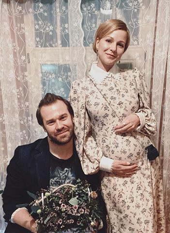 С мужем и будущем ребенком