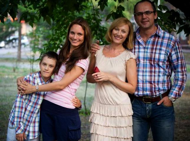 Кристина Бродская с братом и родителями
