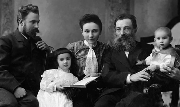 Нил Филатов в кругу семьи