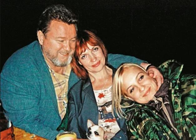 С женой Галиной и дочерью Анной
