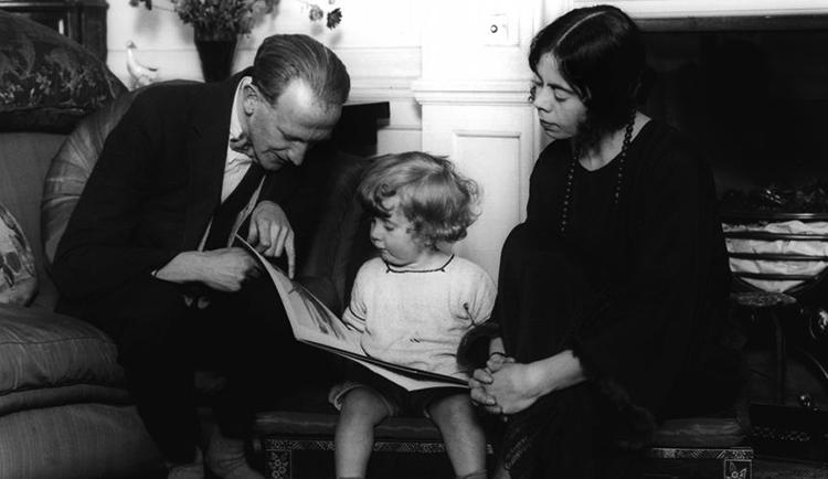 С женой Дороти и сыном Кристофером