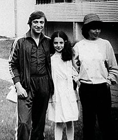 С женой Златой и дочерью Алисой