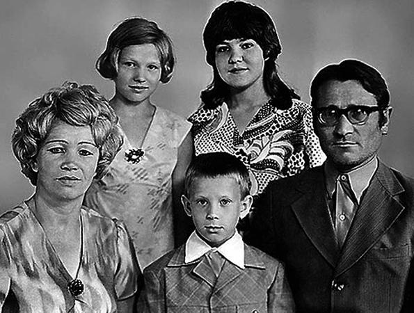 Вадим Колганов с семьей в детстве