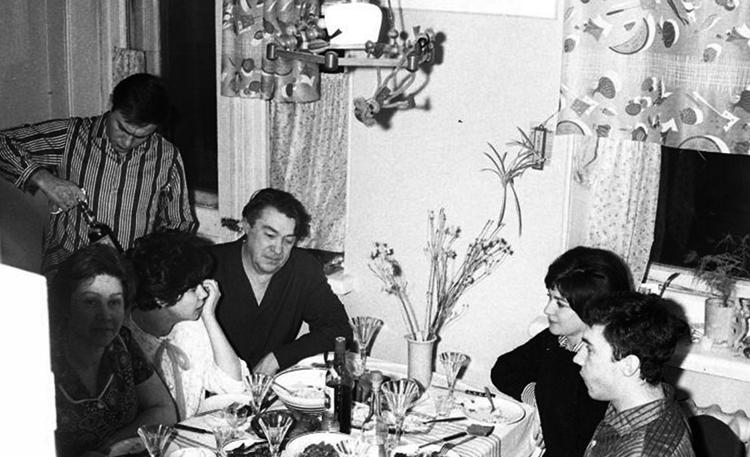 Борис Полевой в кругу семьи