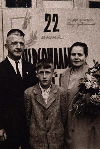 С супругой Полтиной и сыном Александром (1963)