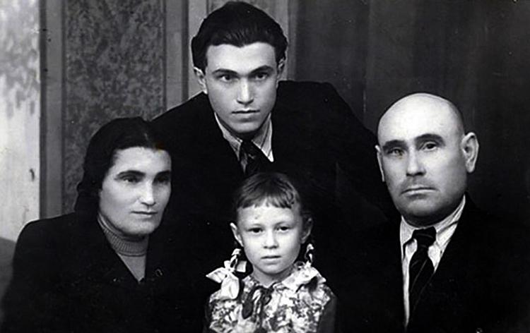 С третьим мужем Антоном, сыном Василием и дочерью Антониной
