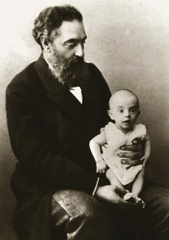 Нил Филатов с ребенком