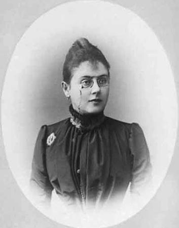 Первая жена — Матильда Вульферт