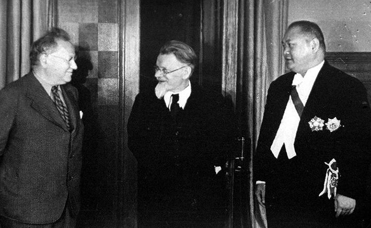 М. М. Литвинов, М. И. Калинин и Янь Цзе (посол Китайской Республики), 1938